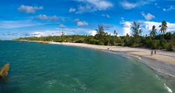 Pantai Rambak: Mengabadikan Sinar Pagi nan Menawan di Sungailiat